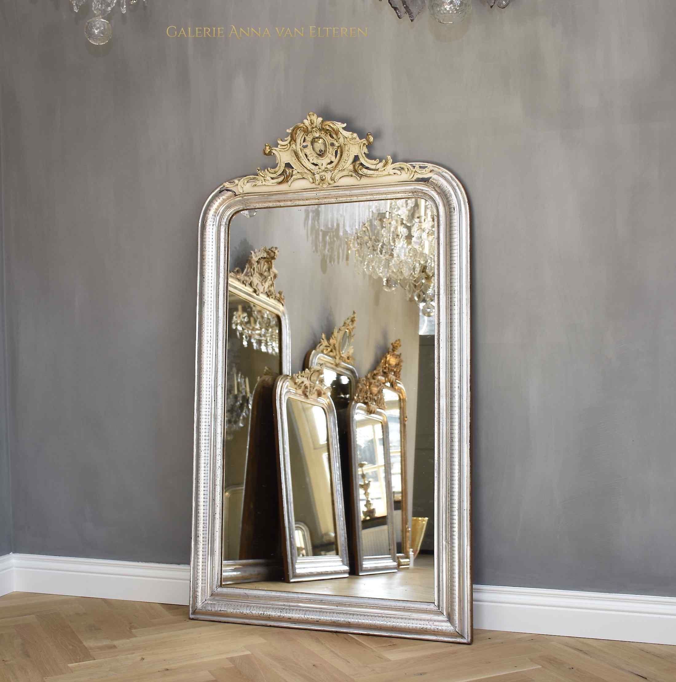 Grande specchio francese antico intagliato e dorato