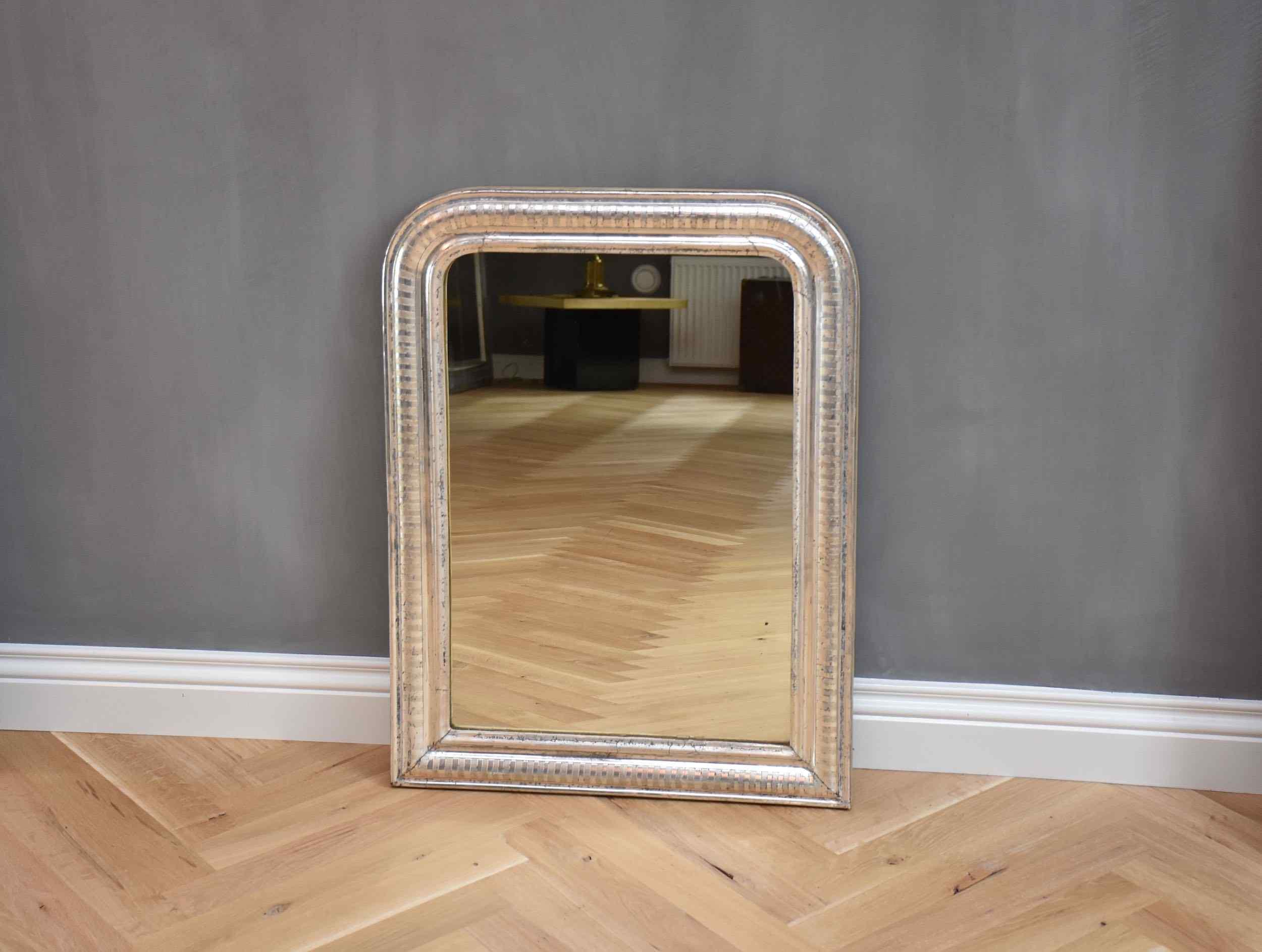 Un raffinato specchio francese del XIX secolo Luigi Filippo