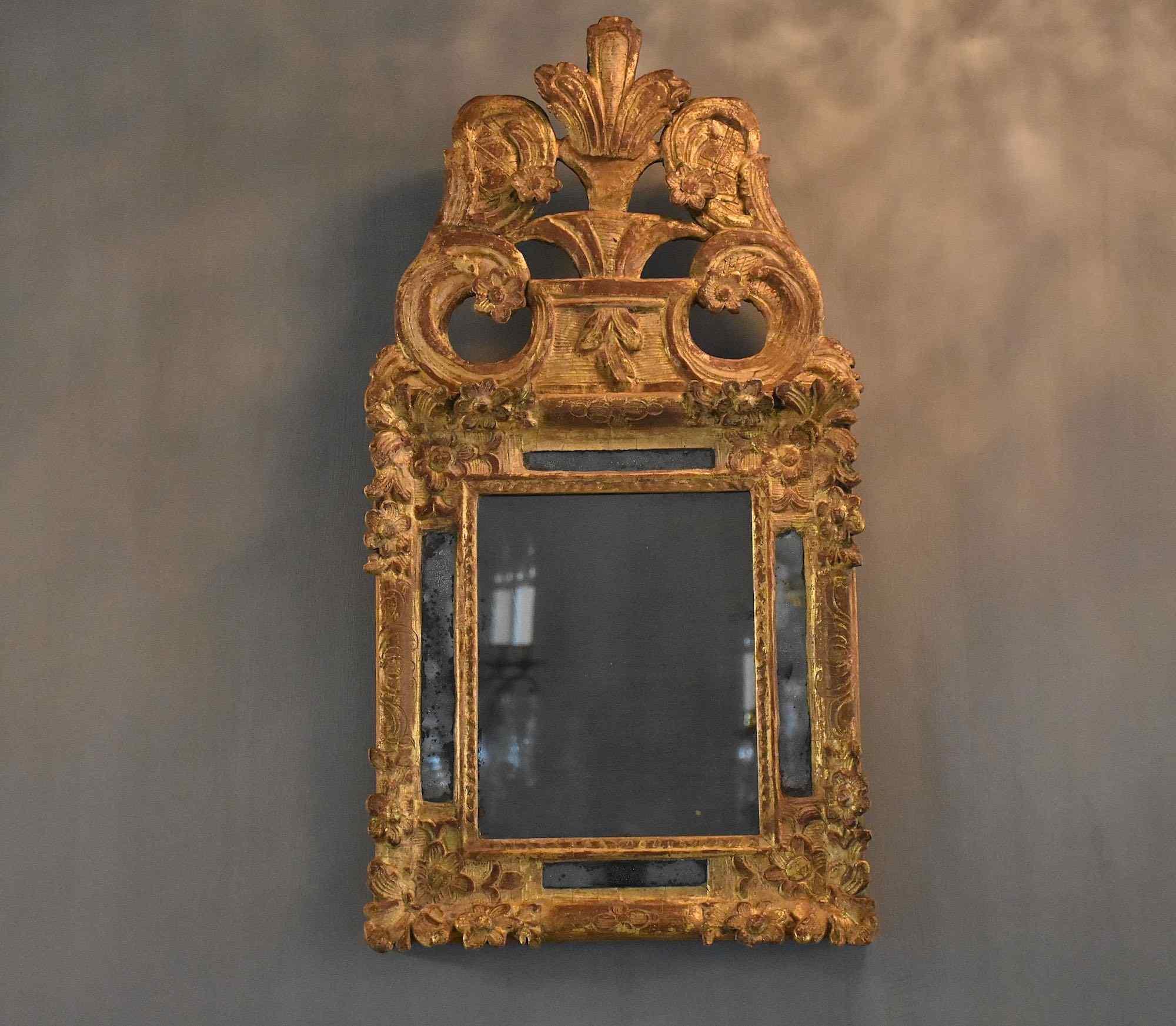 Specchio francese del XVIII secolo intagliato e dorato Luigi