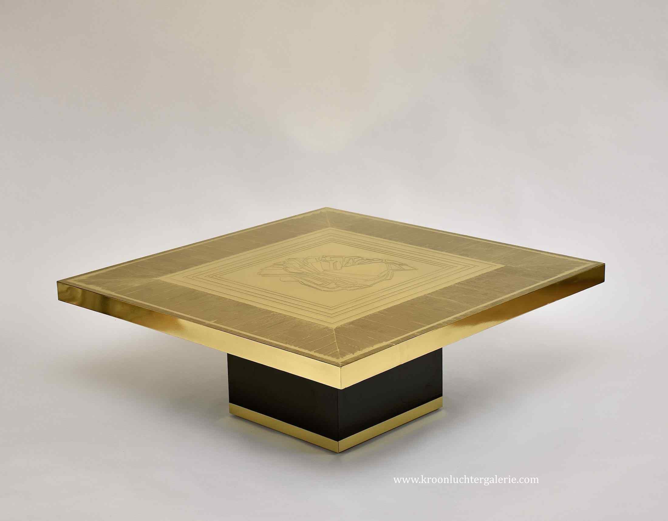 Superbe table basse en laiton de Lova Creations