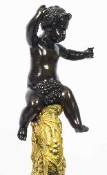 Grande paire ancienne d'aiguières françaises en bronze doré,-17
