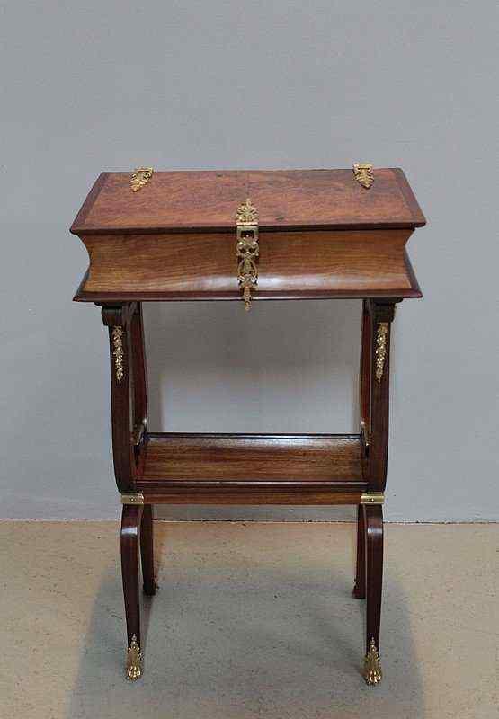 Tavolino da lavoro, XIX secolo