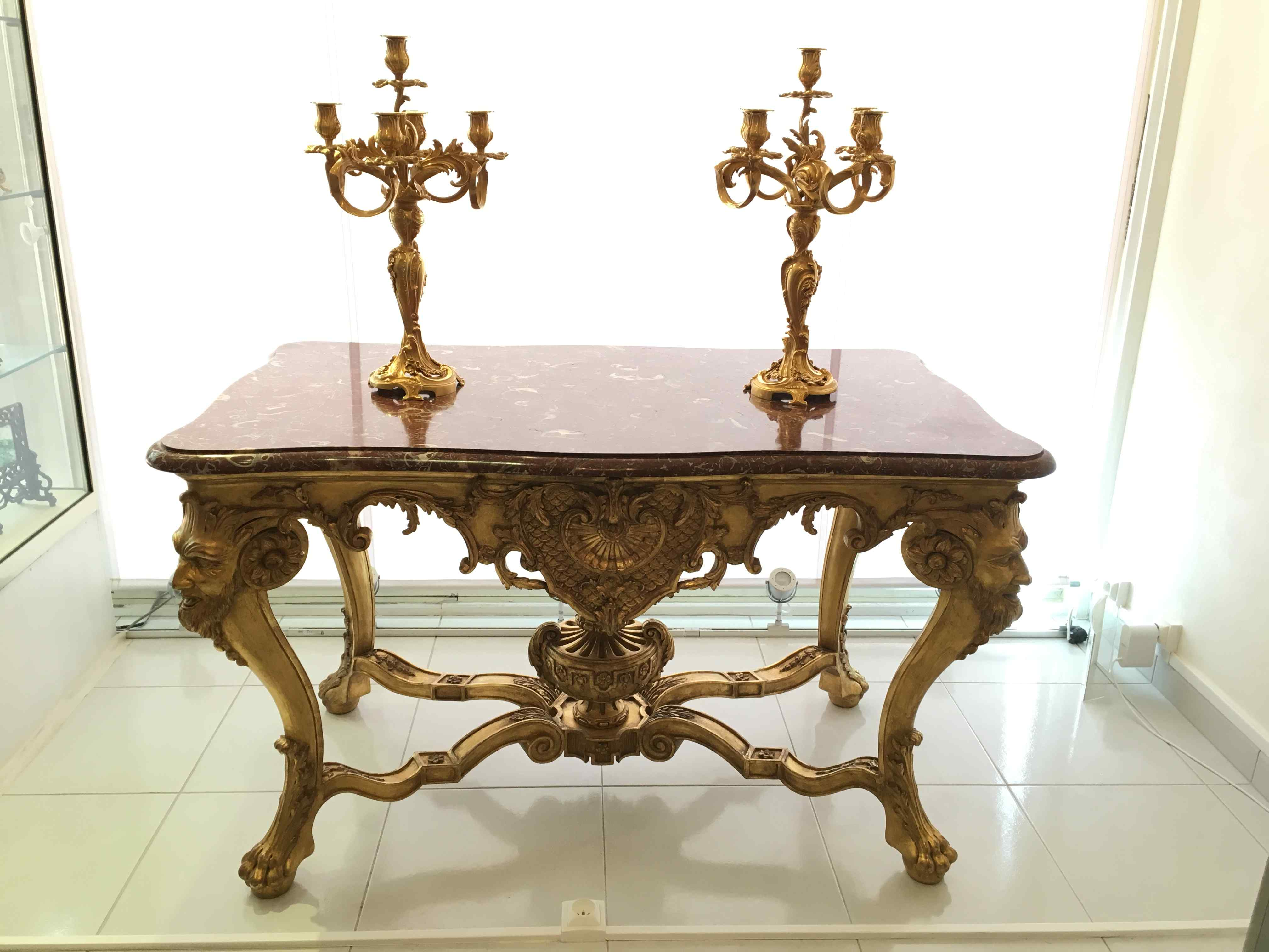 Table de milieu en bois doré du XIXe siècle