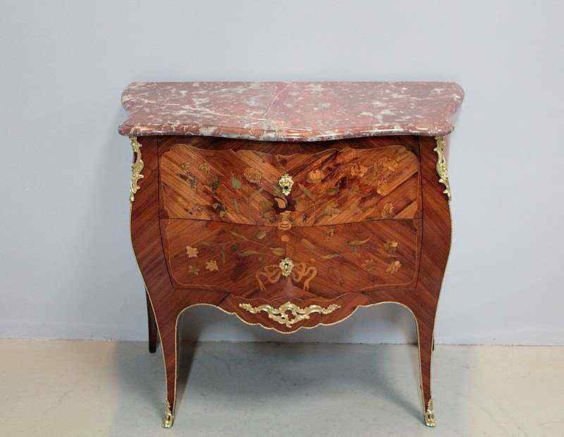 Cassettone Luigi XV in essenza di rosa XVIII secolo