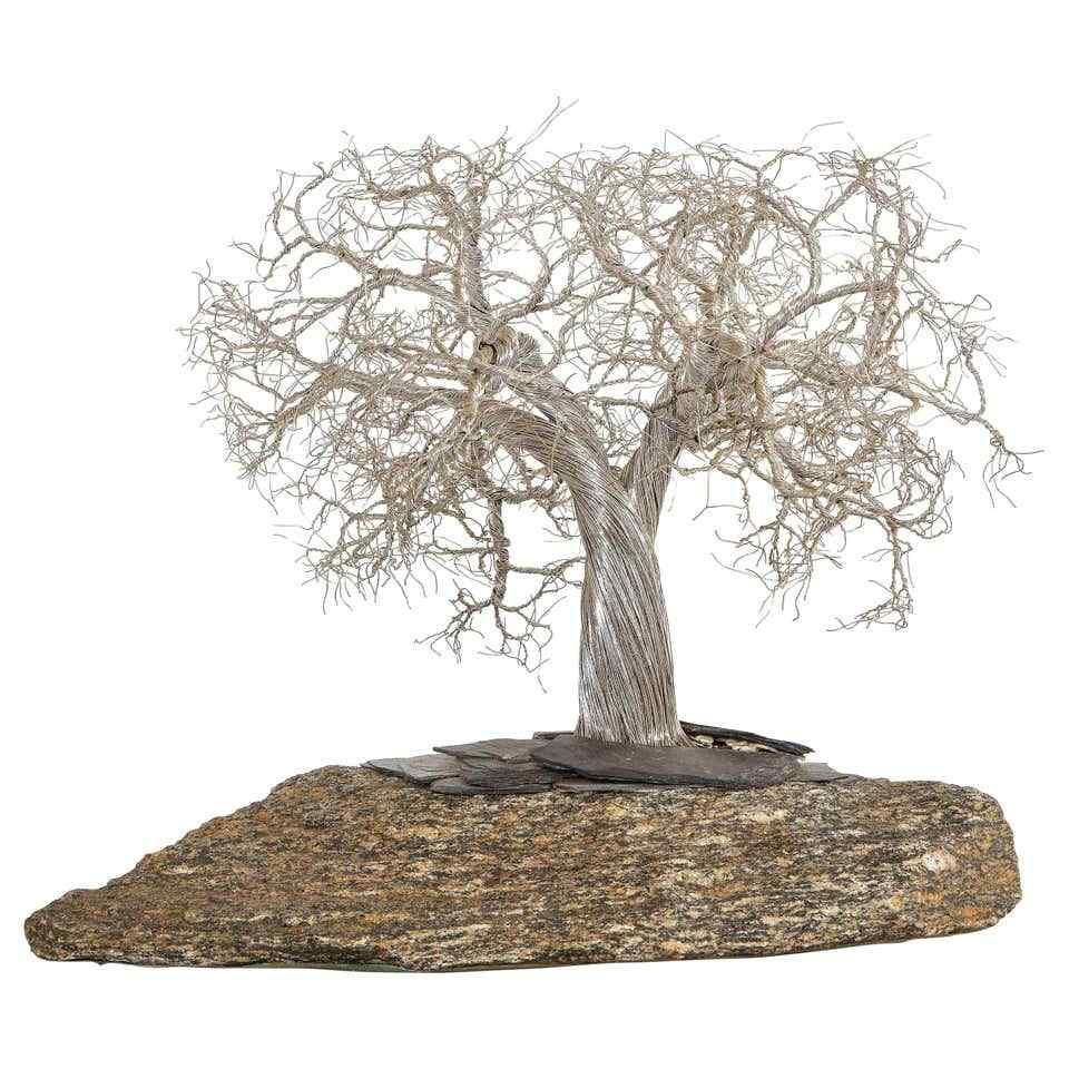 Un moderno bonsai in argento realistico italiano montato su