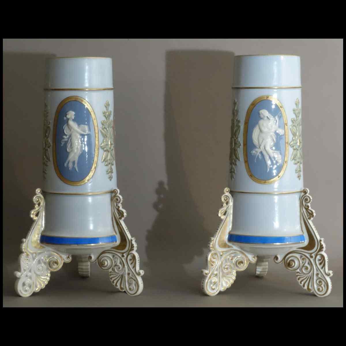 Paire De Vases En Porcelaine De Paris Début XIXème