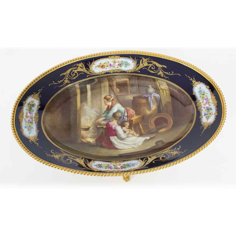 Piatto ovale in porcellana di Sevres antico montato Ormolu,