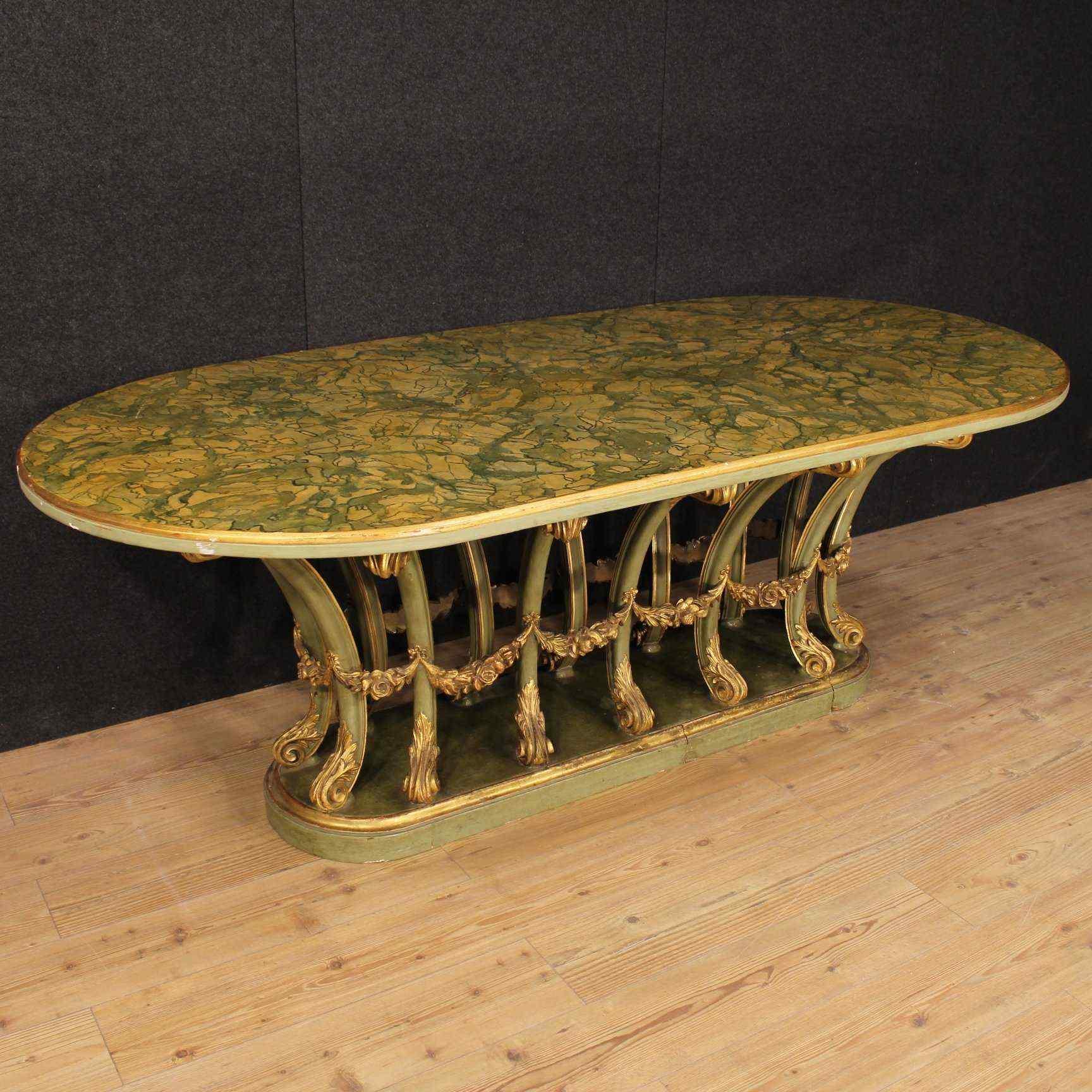 Tavolo italiano in legno laccato e dorato del XX secolo