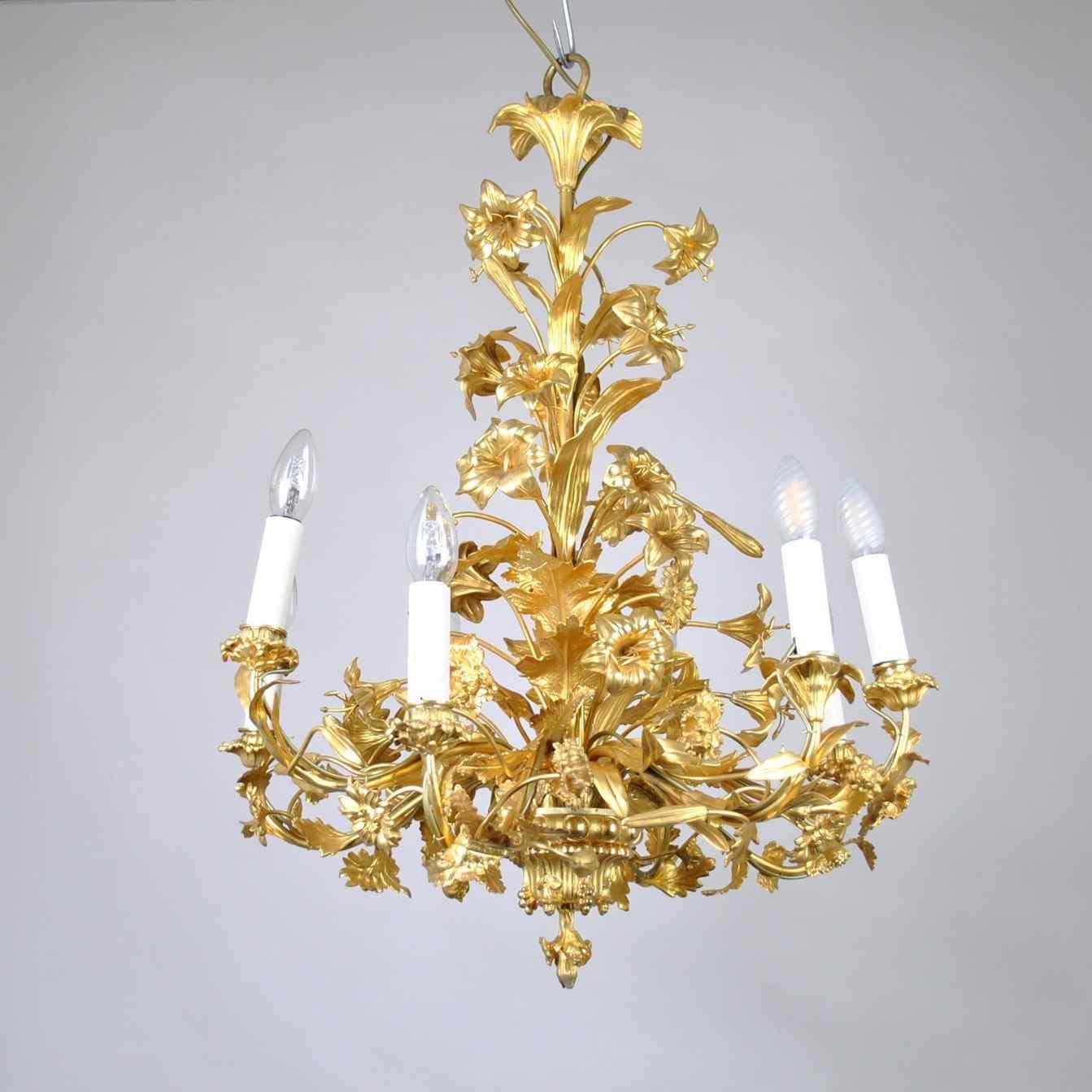 Lustre en bronze doré au décor de fleurs et feuilles, XIXème
