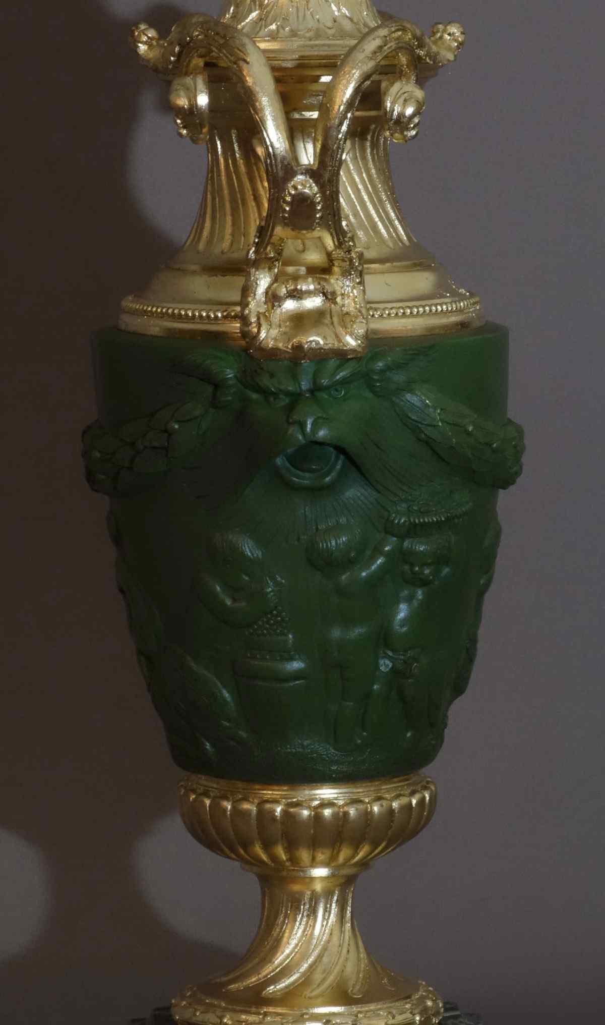 Paire De Vases Couverts d'Après Clodion XIXème