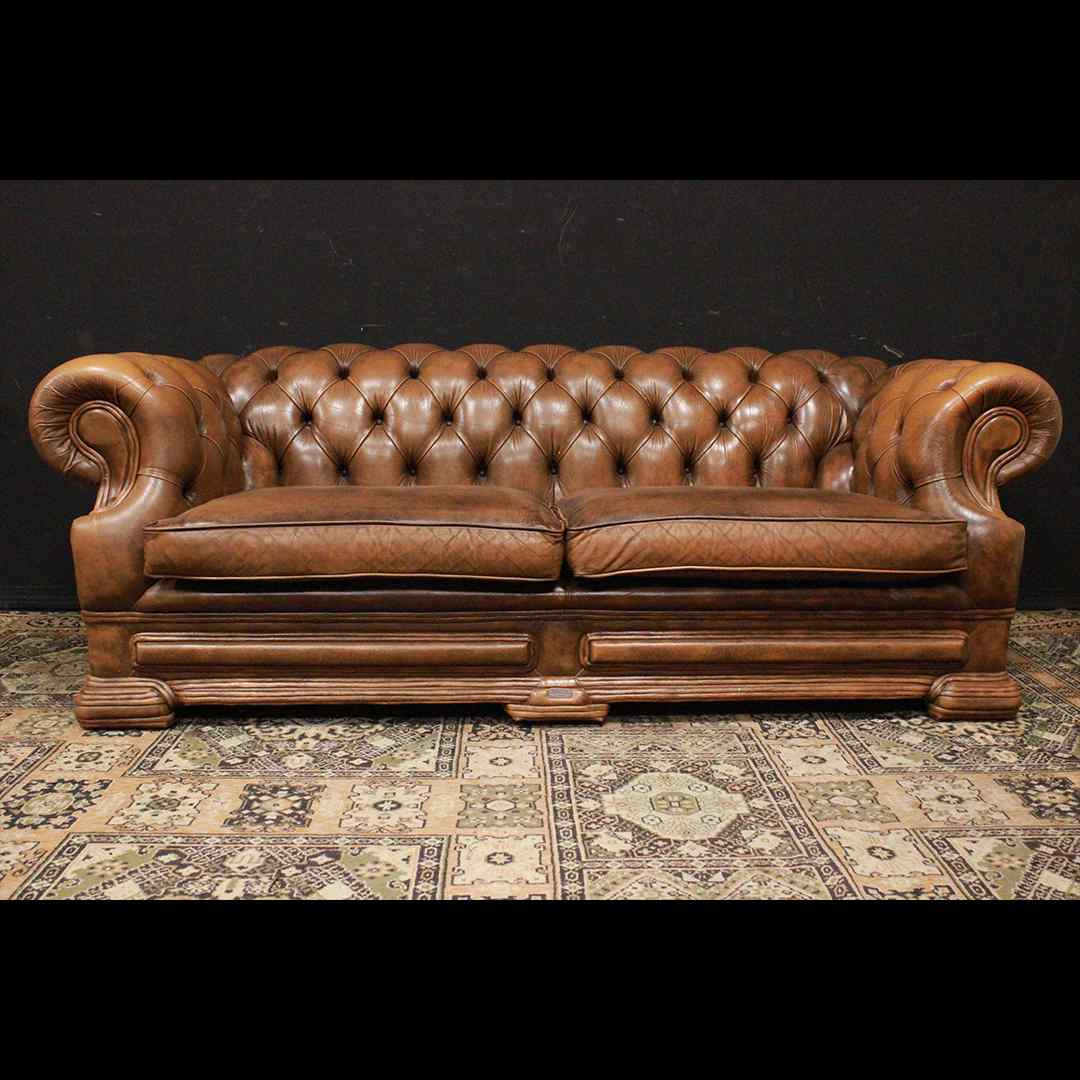 Divano Chesterfield Dellbrook 3 posti in pelle marrone ocra