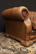 Divano Chesterfield Dellbrook 3 posti in pelle marrone ocra-6