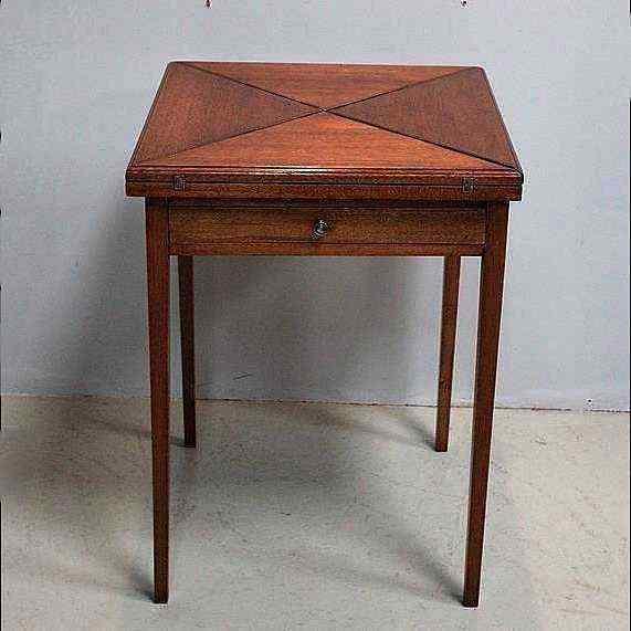 Tavolino da gioco antico, XIX secolo
