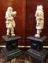 Coppia di statue in avorio, 1700, i musicisti-13