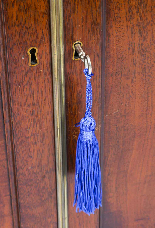Antique George III Flame Mahogany Serpentine Sideboard 19th-4