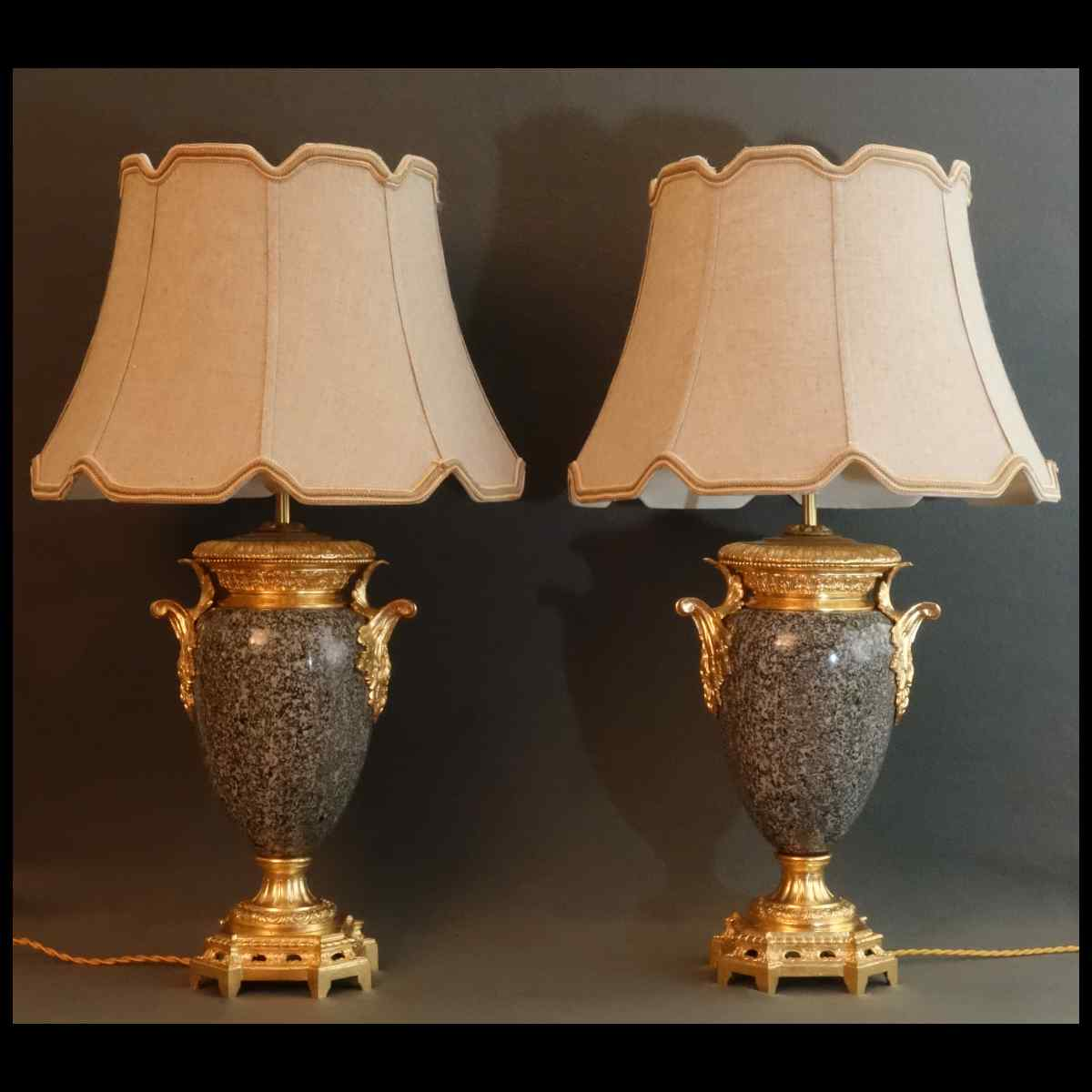 Paire De Vases Granit Et Bronze XIXème