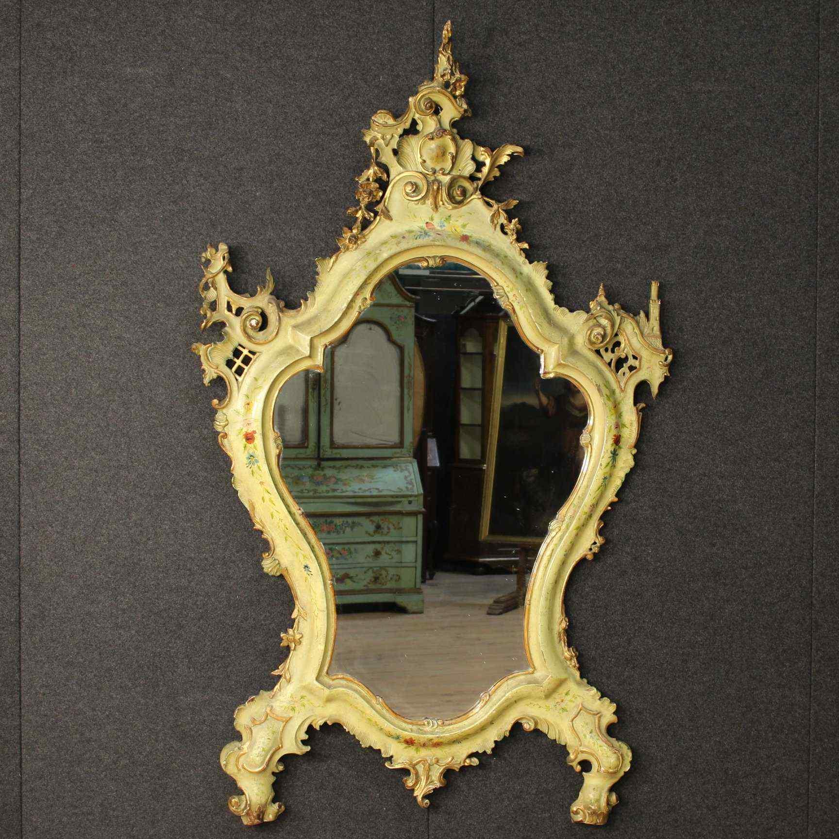 Specchiera veneziana laccata e dorata della fine del XIX
