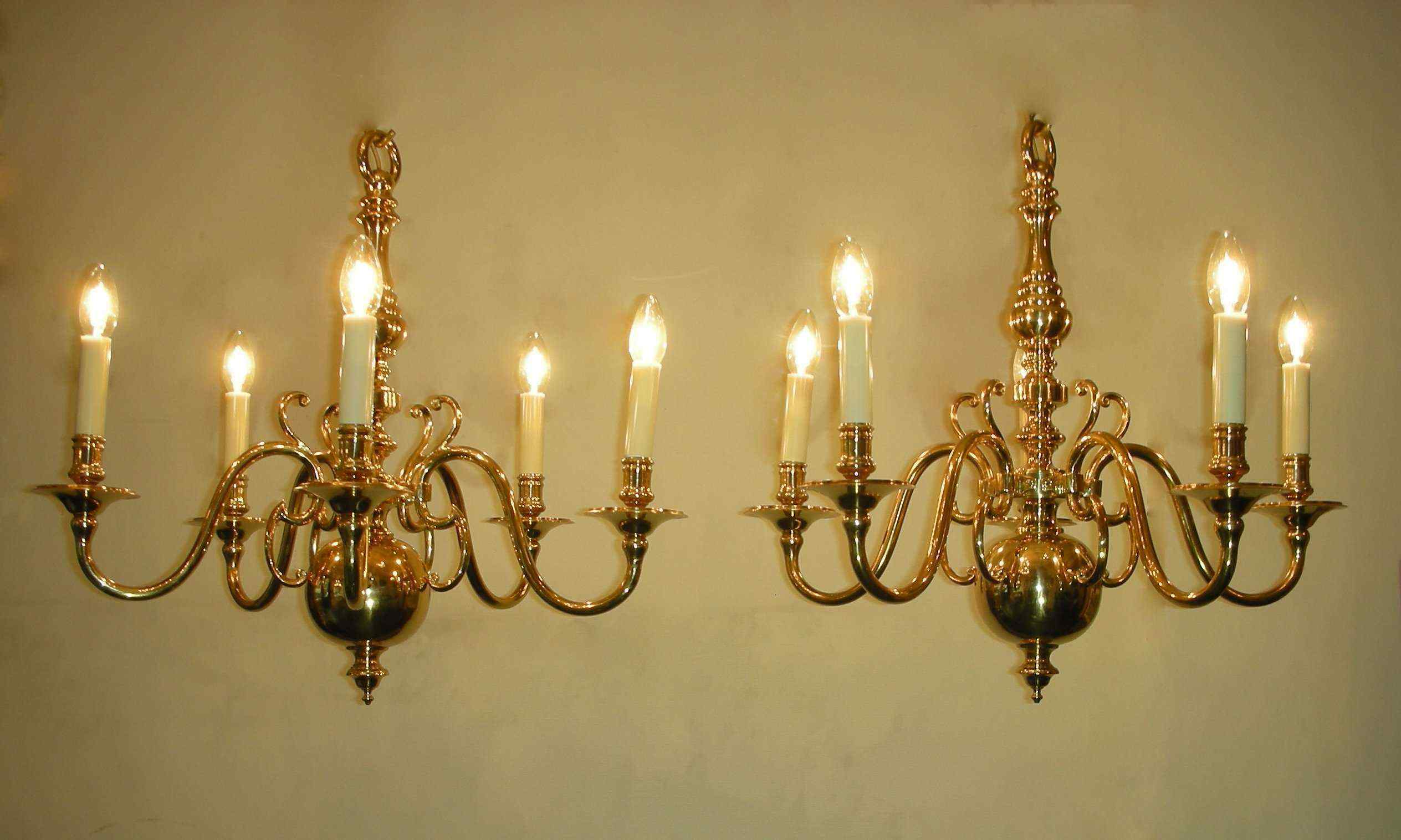 Coppia di lampadari antichi