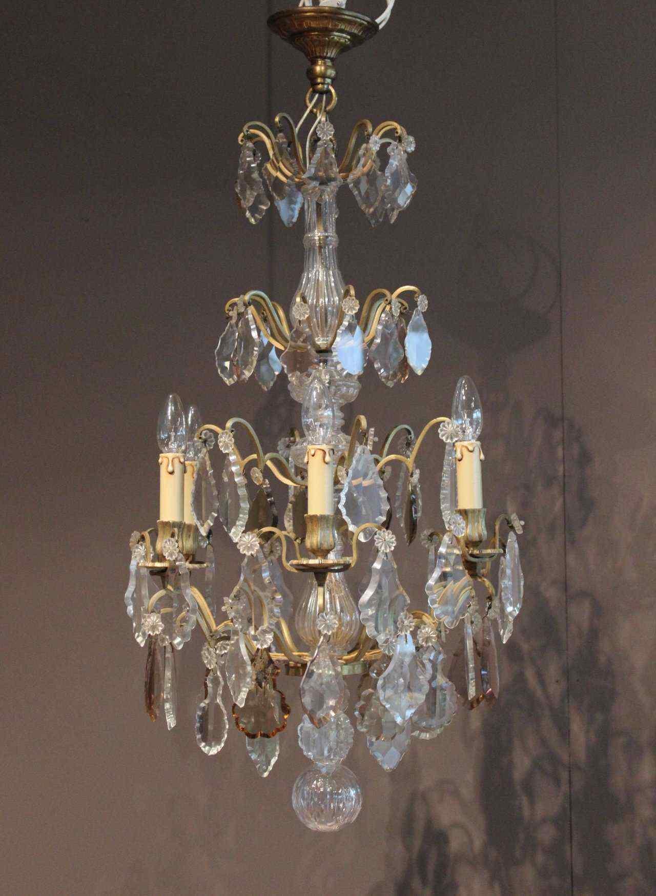 lampadario di cristallo e bronzo