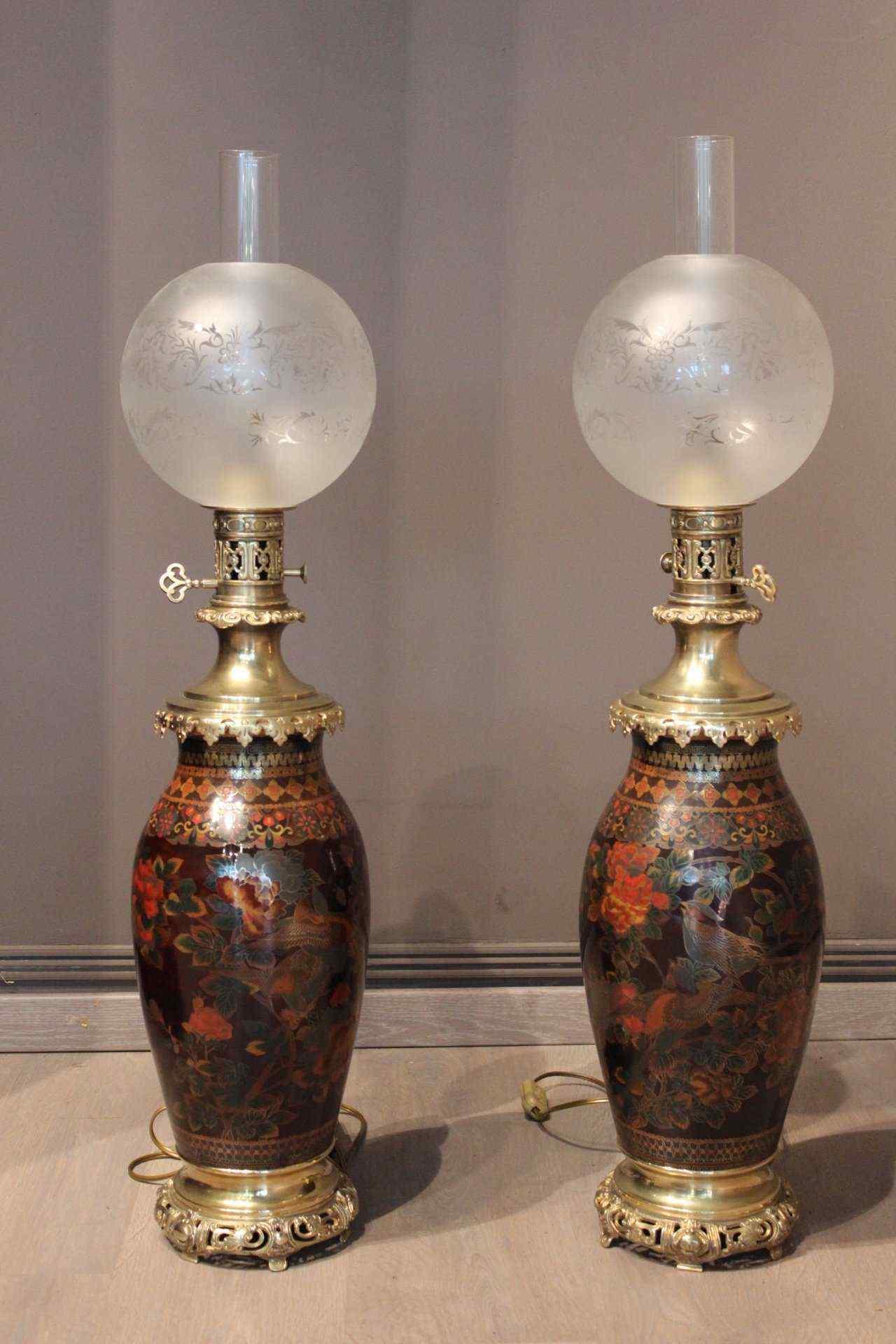 Coppia di lampade ad olio in compartimenti XIX secolo