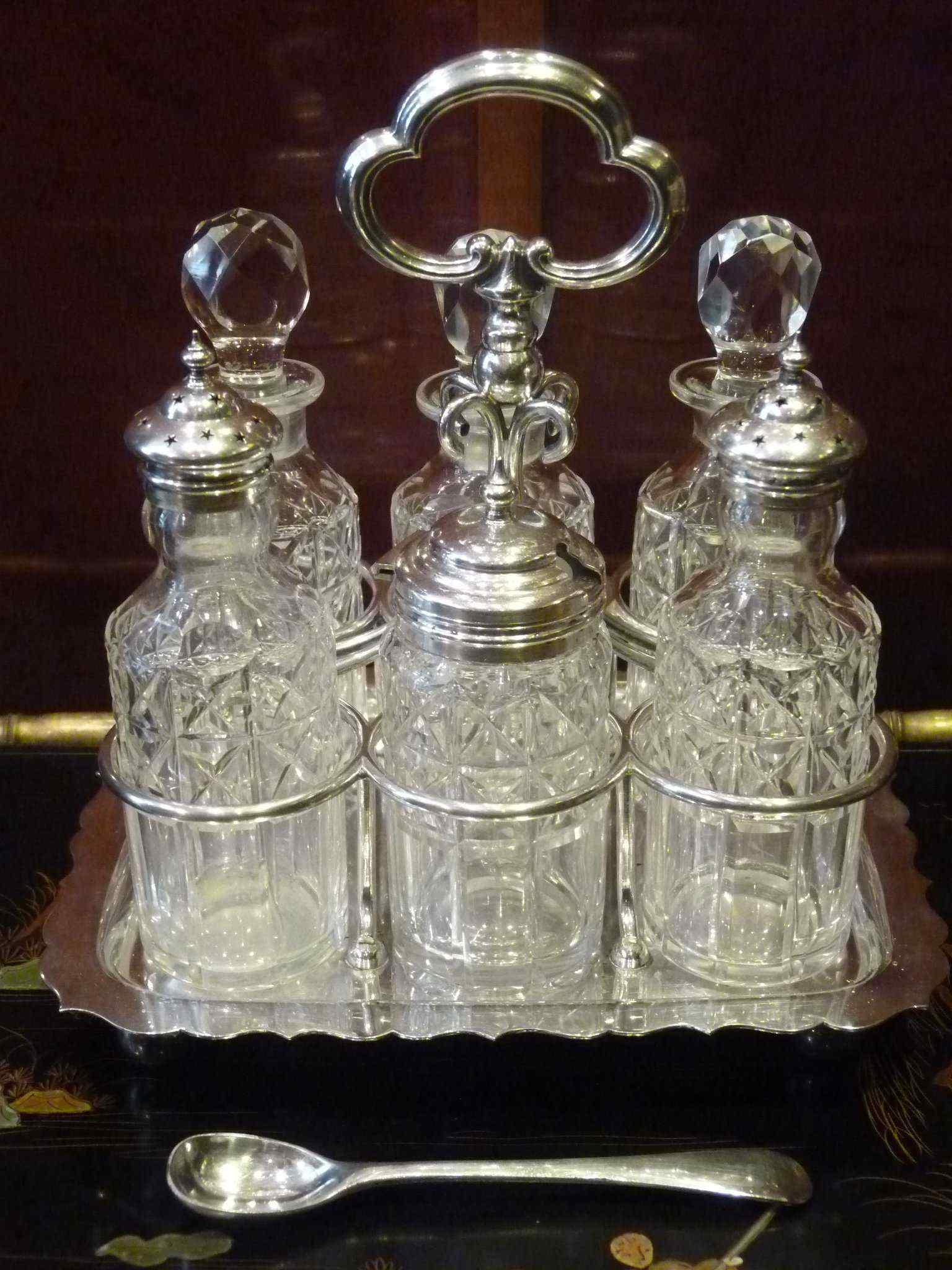 Oliera in metallo argentato, epoca Regina Vittoria