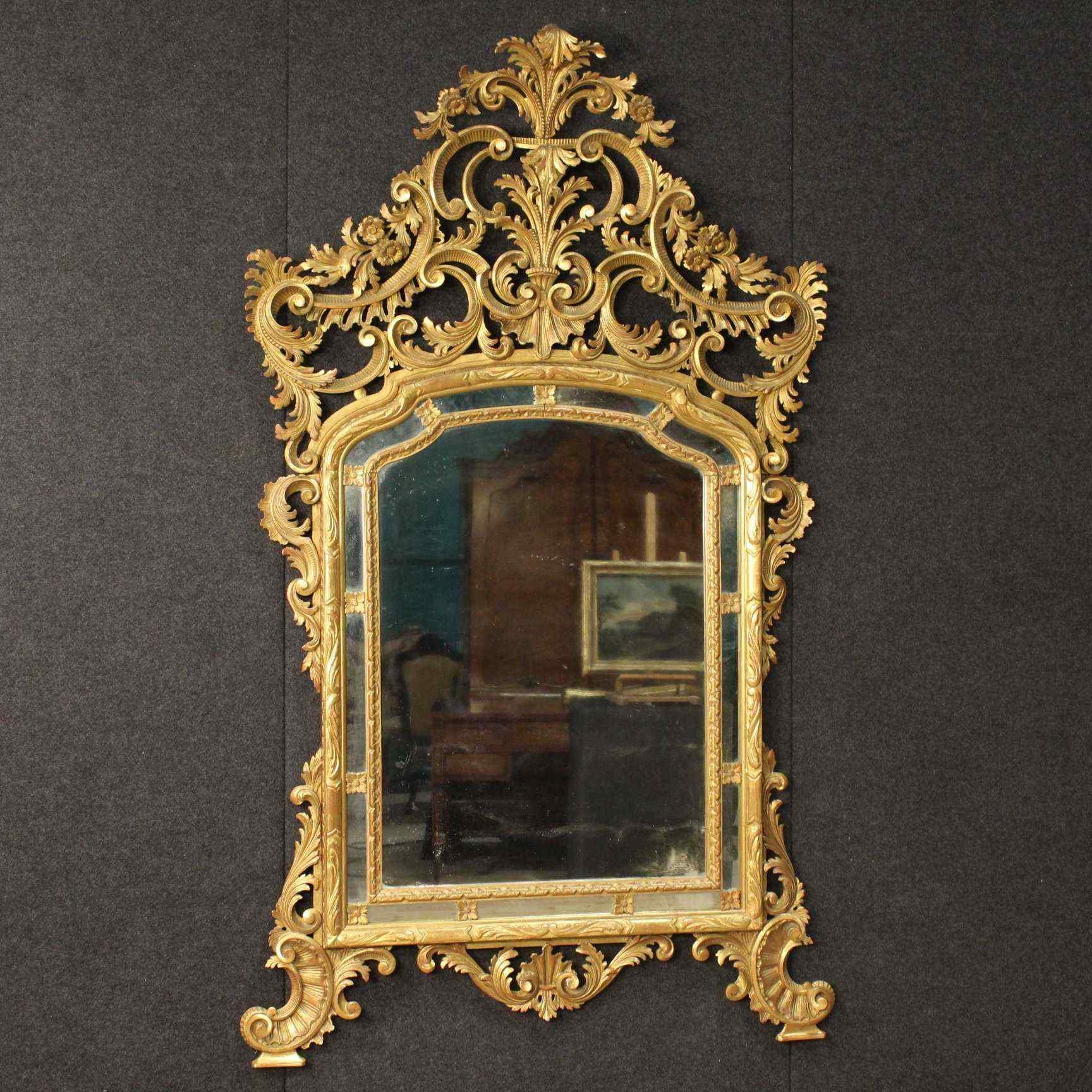 Specchiera italiana dorata in stile Luigi XV