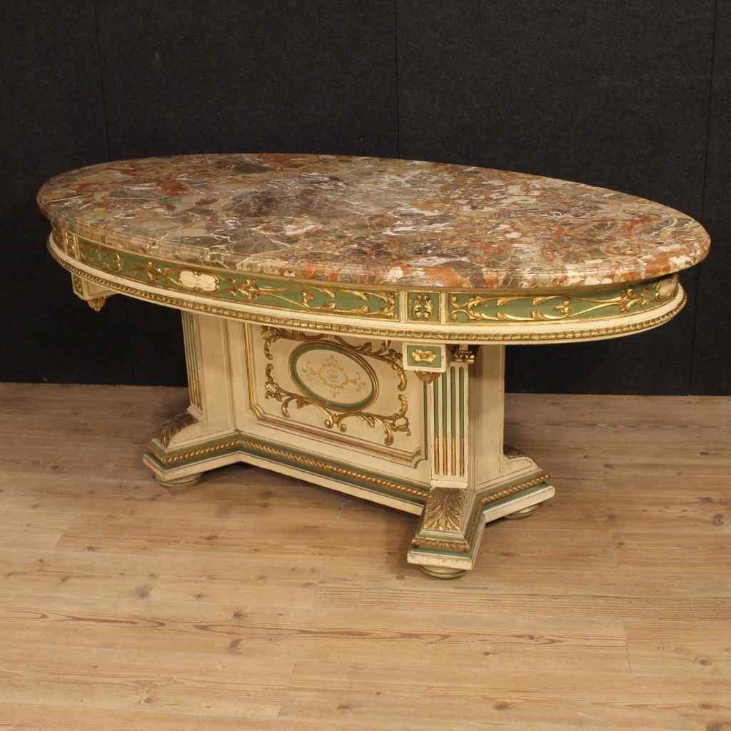 Grande tavolo italiano laccato e dorato con piano in marmo