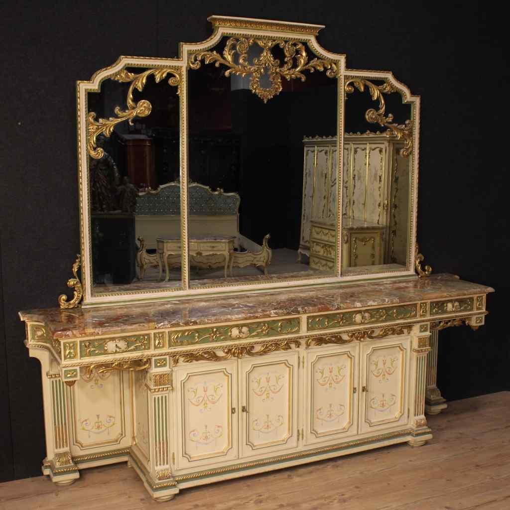 Credenza con specchiera italiana in legno laccato e dorato