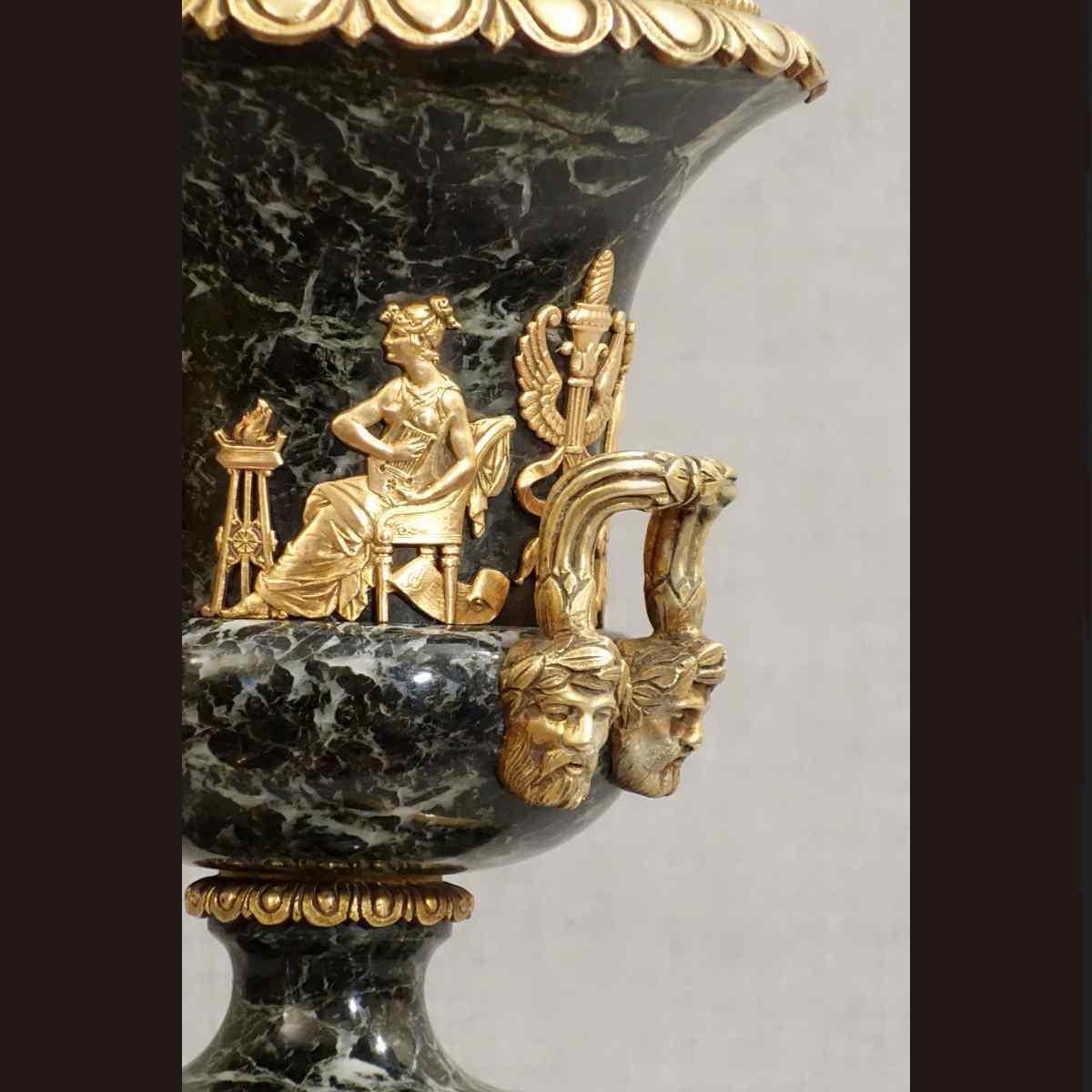 Coppia di vasi in marmo XIX secolo