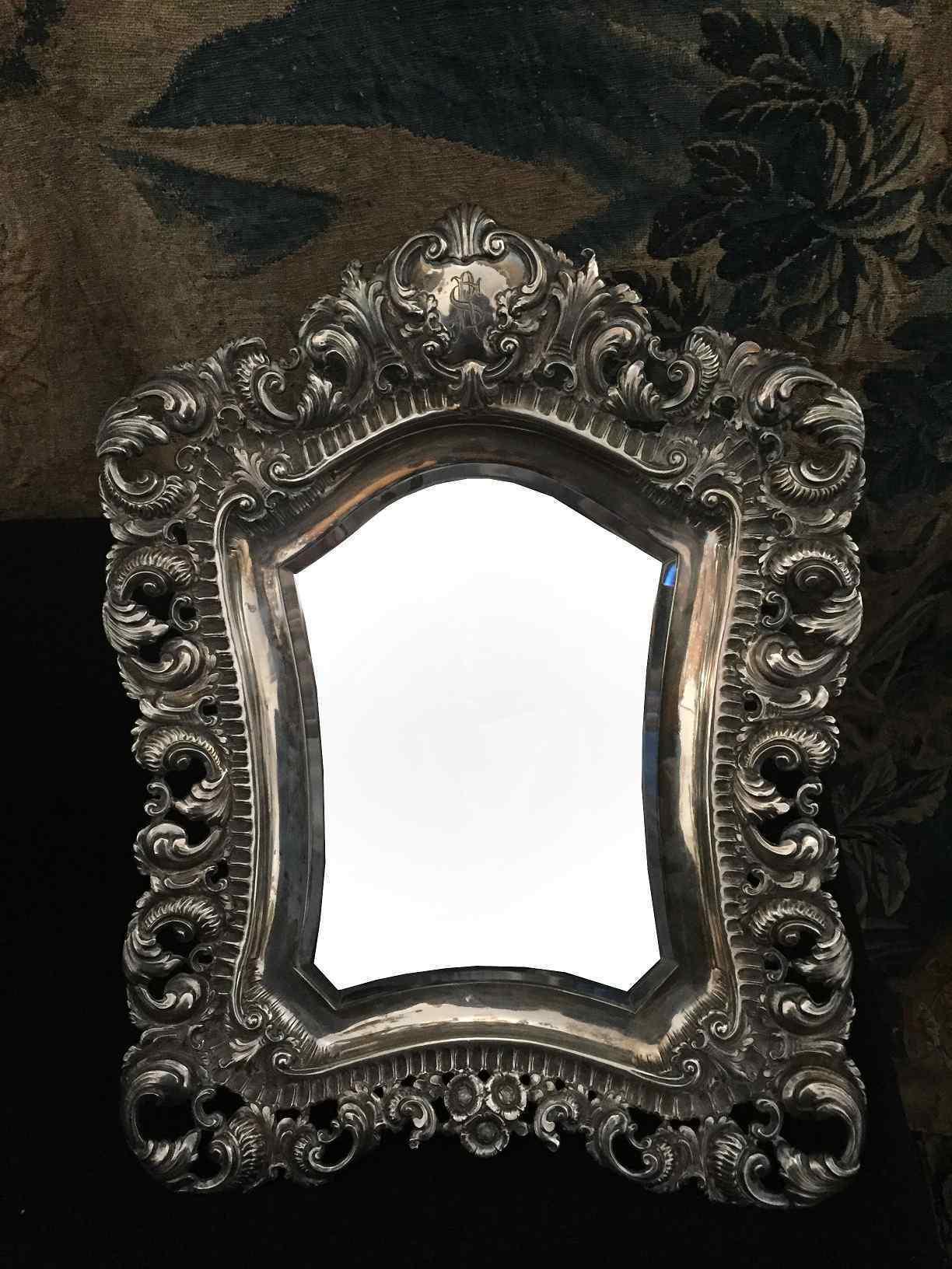 Specchio Con Cornice In Argento Finemente Lavorata