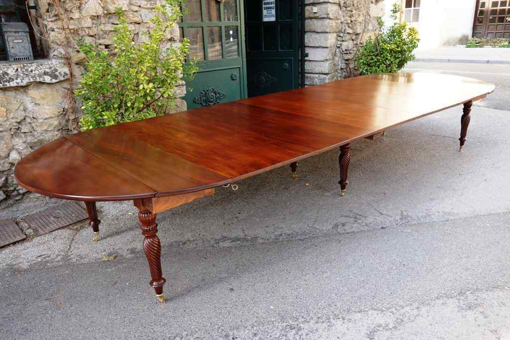 Tavolo da sala con 5 allunghi,  XIX secolo - Francia