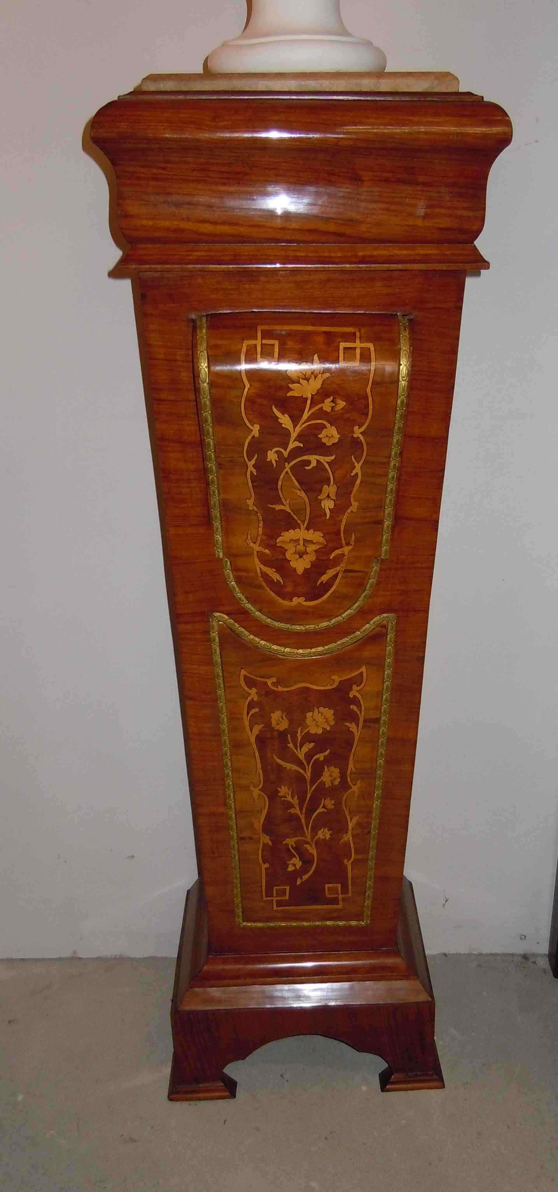 Colonna antica in legno intarsiato, XIX secolo