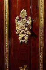 Пара угловых шкафов 18-го века-2