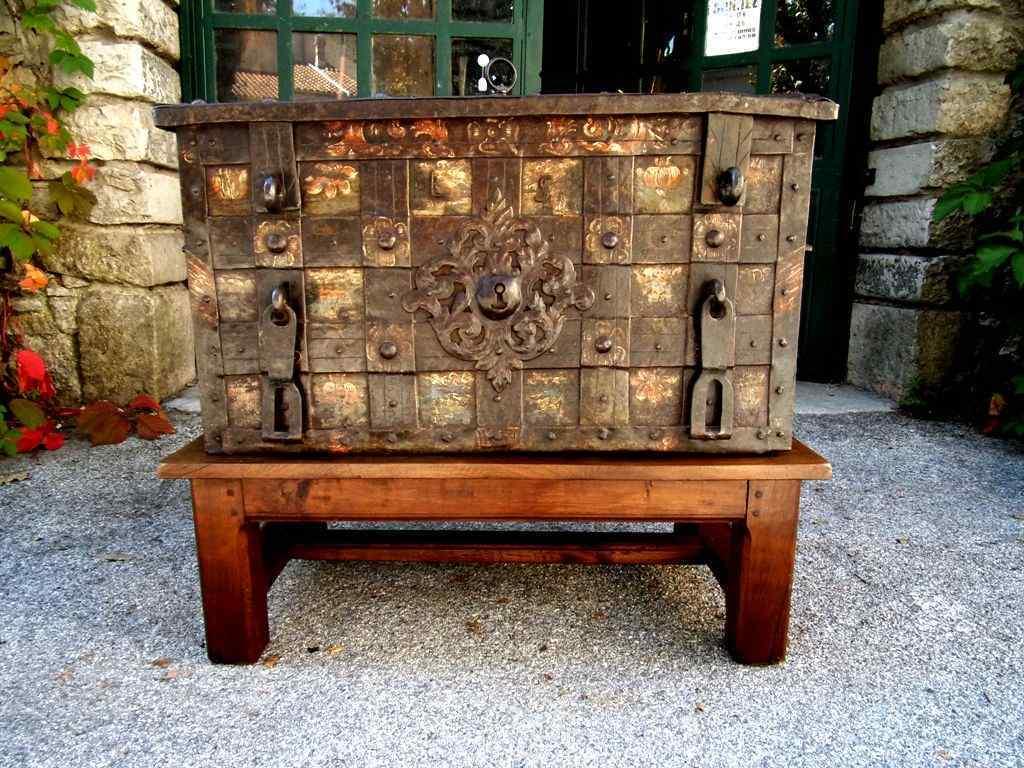 Cassaforte antica in ferro del  XVII secolo