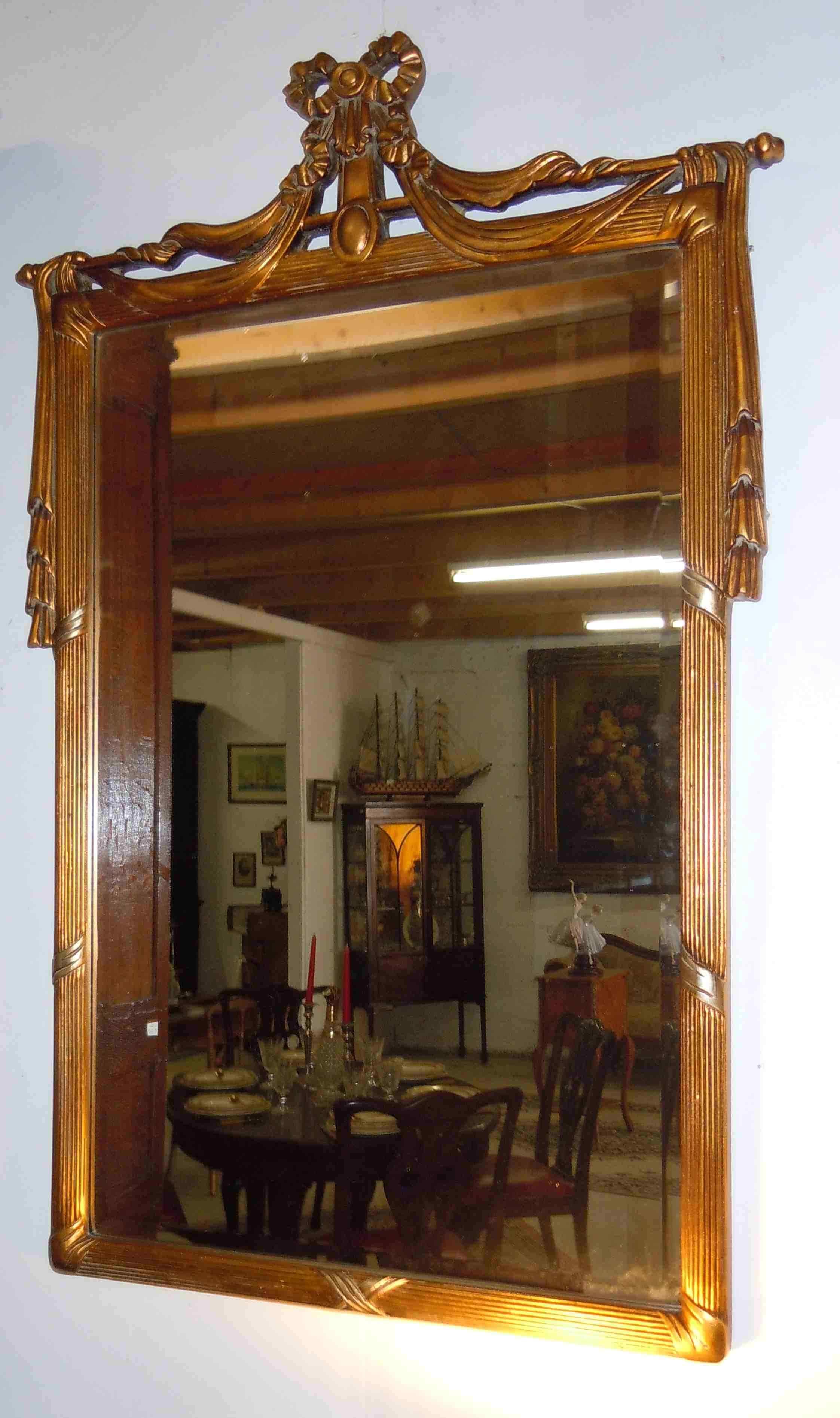 Specchiera in legno dorato di stile Luigi XVI
