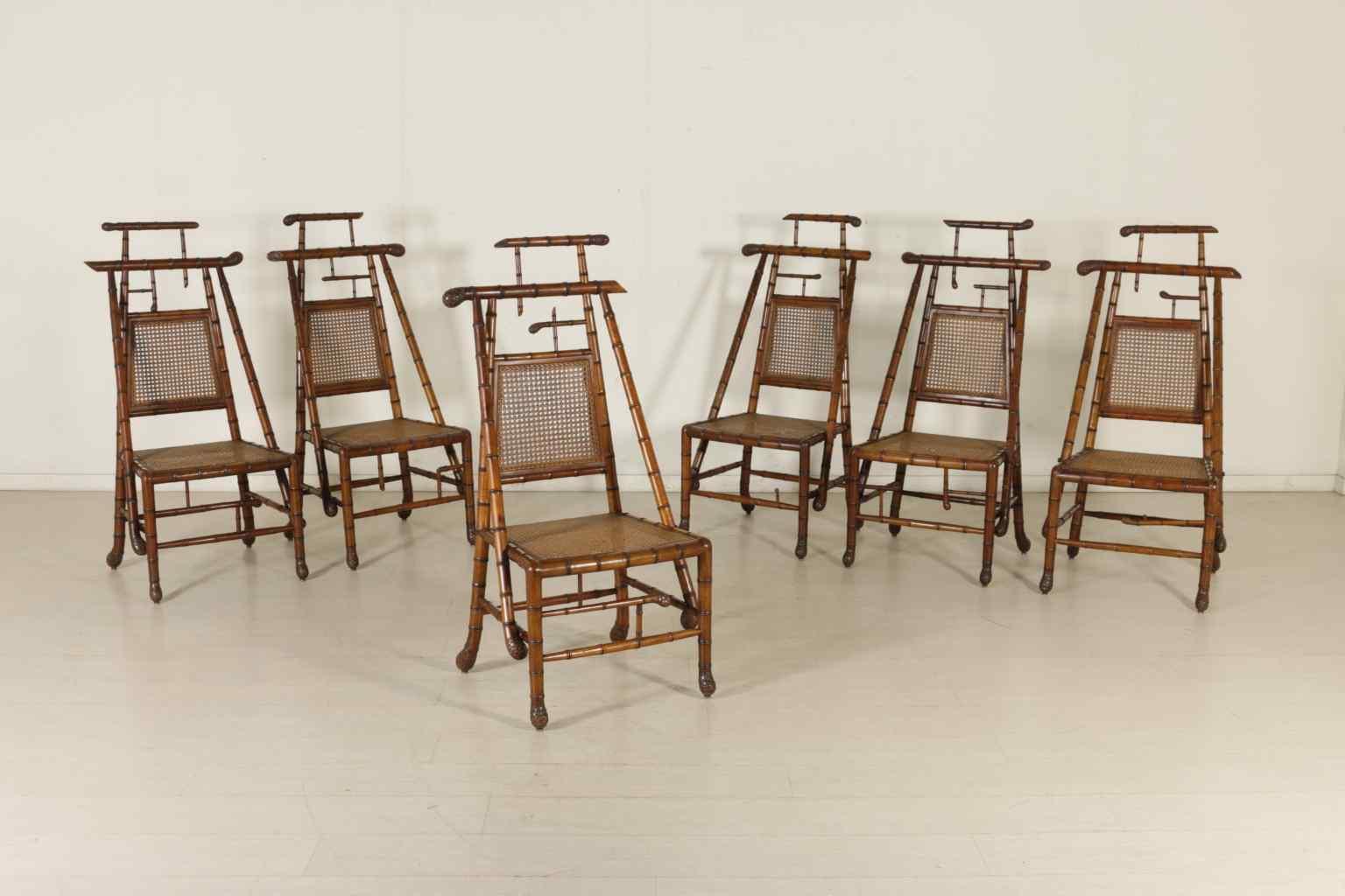 Gruppo sei sedie in acero