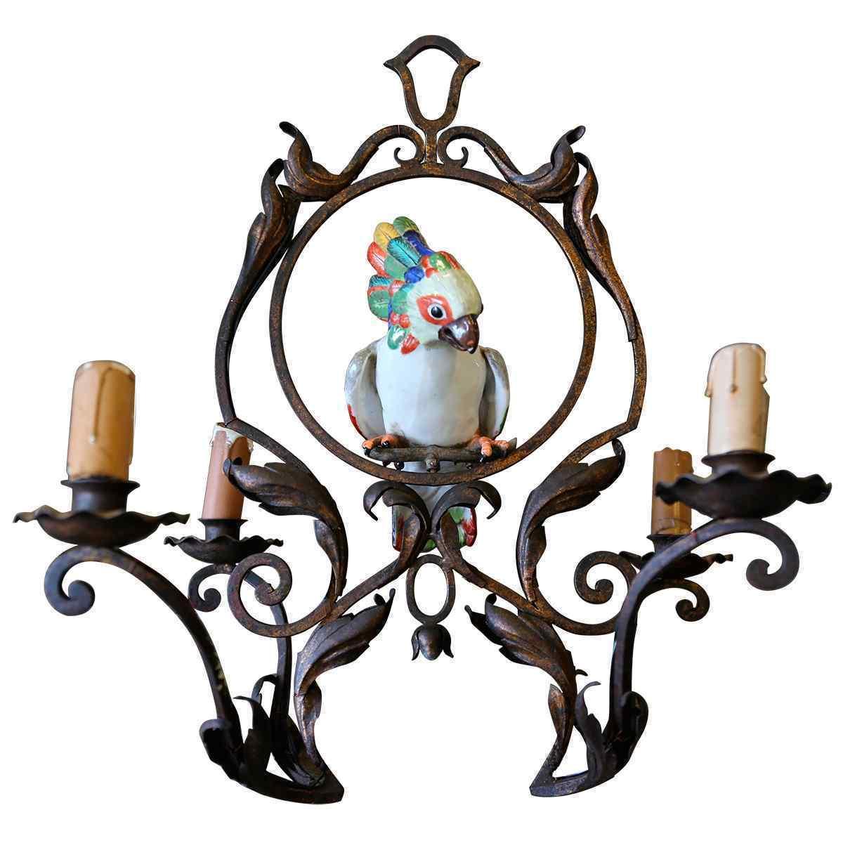 Un lampadario in ferro battuto e porcellana 19° secolo