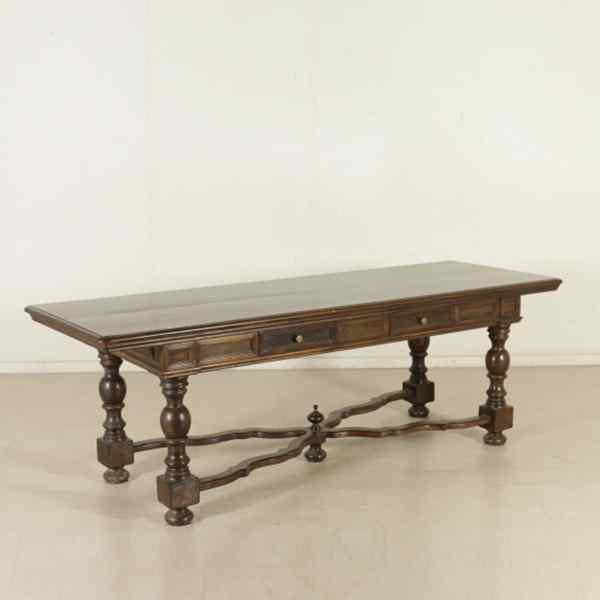 Tavolo in stile Neorinascimento