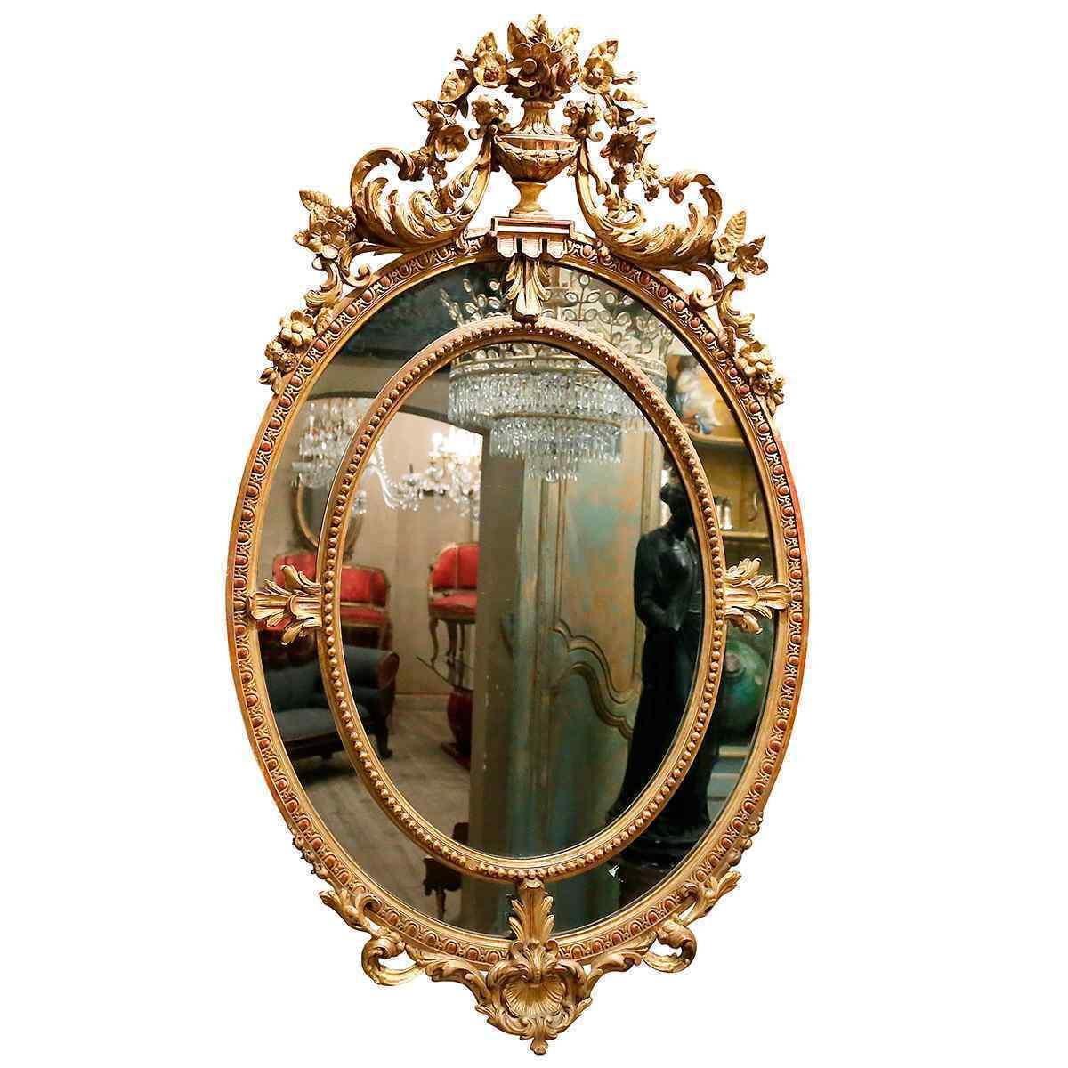 Uno specchio dal periodo Napoleone III