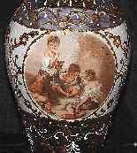 Coppia di vasi in vetro con decori da Esteban Murillo-3