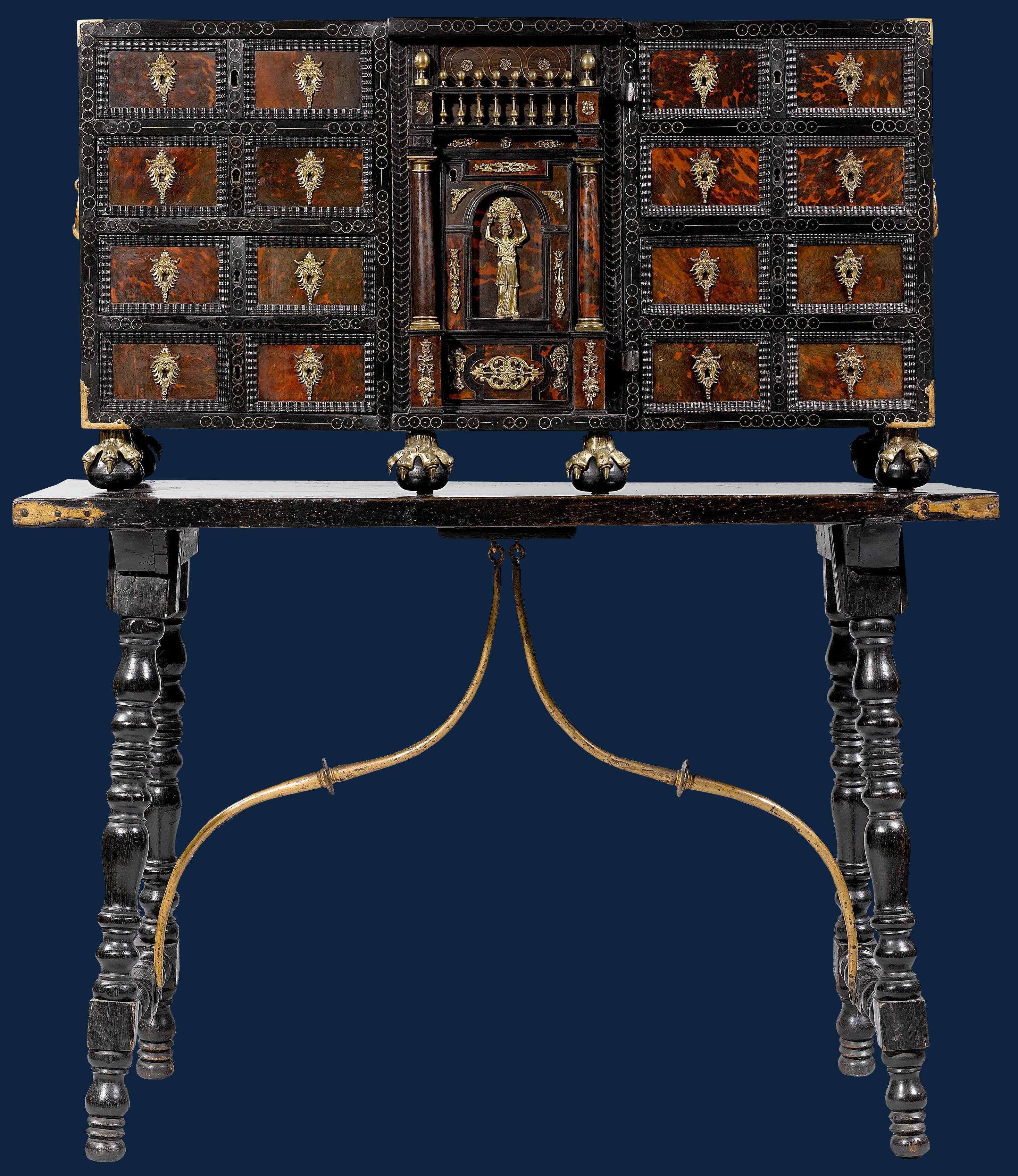 XVII secolo Stipo Legno ebanizzato, tartaruga, bronzo dorato