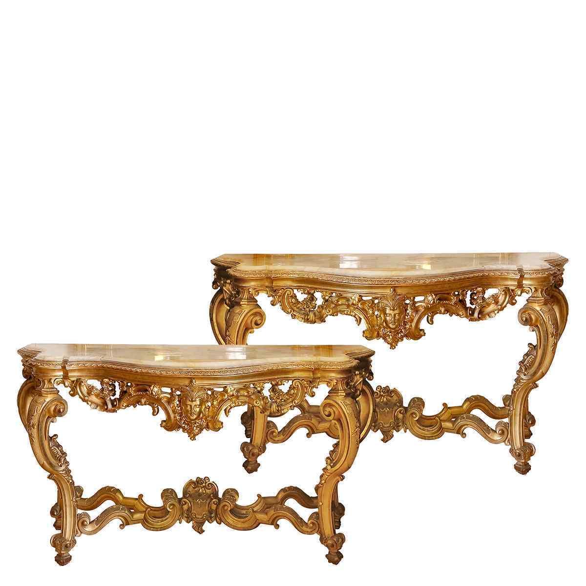 Una coppia di tavoli di console nello stile Regency