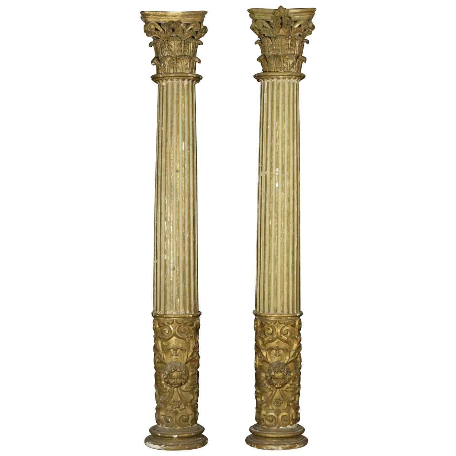 Coppia di colonne intagliate
