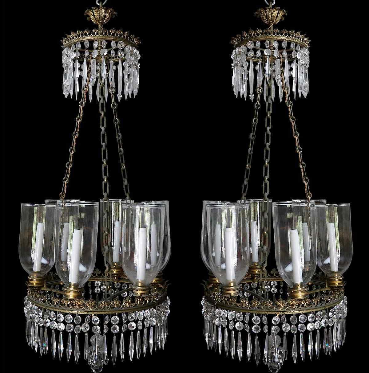 Una coppia di lampadari del periodo Carlo X