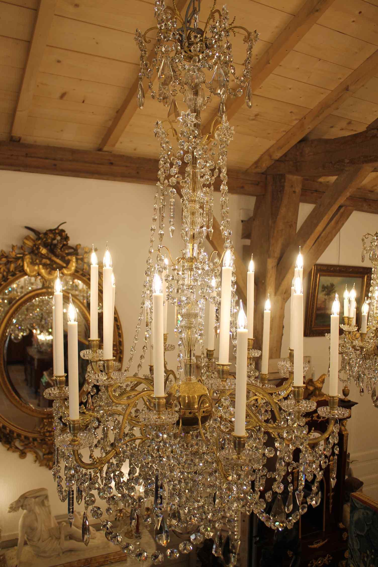 Grand lustre corbeille en bronze et cristal à 18 feux, époqu