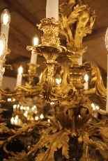 Important lustre rocaille en bronze à 30 feux, XIXe siècle-12