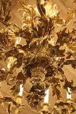 Important lustre rocaille en bronze à 30 feux, XIXe siècle-17