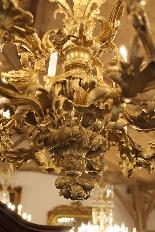 Important lustre rocaille en bronze à 30 feux, XIXe siècle-5