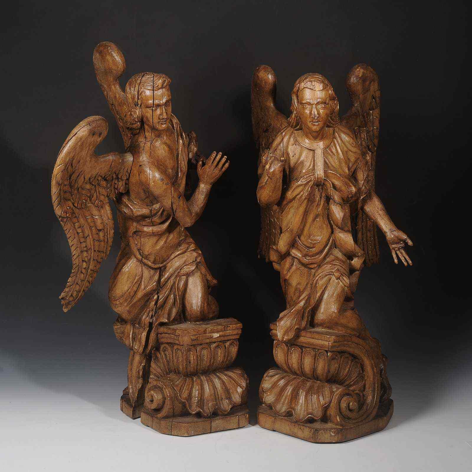 Paire de sculptures d'anges XVIIe italiens, 56 cm de haut