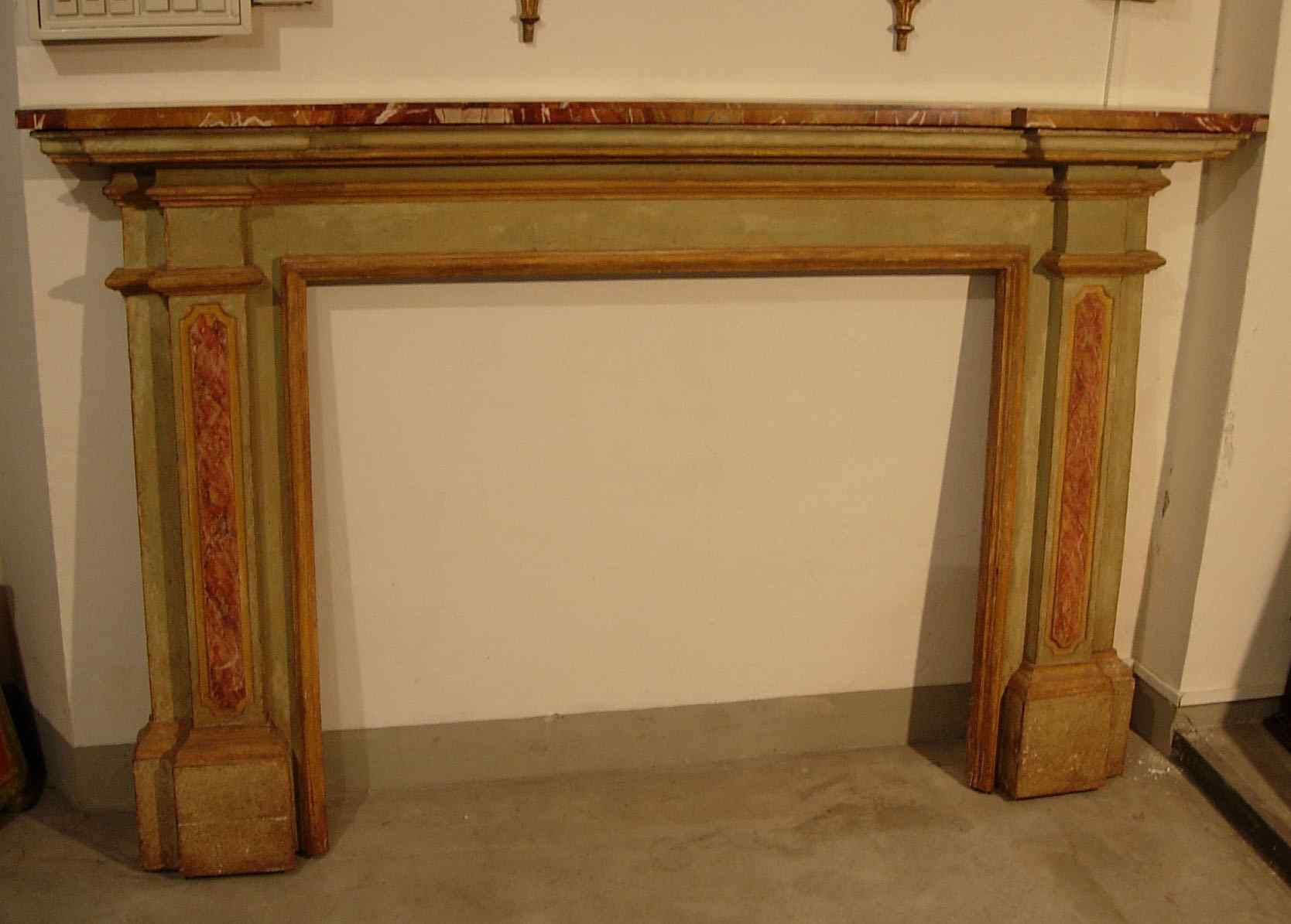 Camino in legno dipinto XVIII sec.